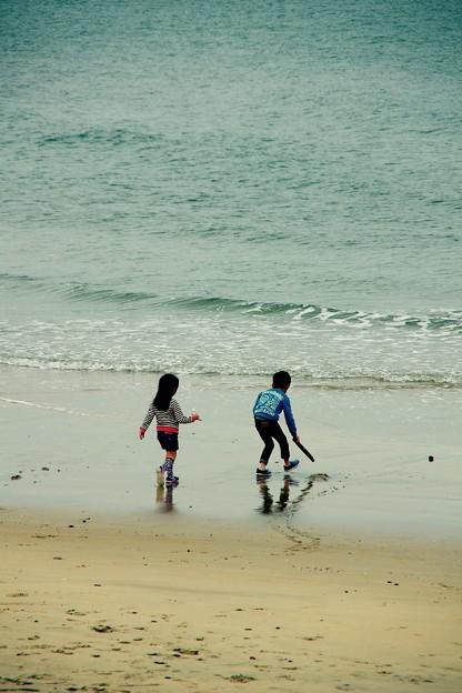兄妹で。。波で遊んで。。芦屋海岸 20151121