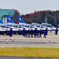 写真: 芦屋基地航空祭。。ウォークダウン待ち ブルーインパルス