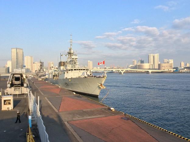 撮って出し。。東京晴海埠頭に寄港したカナダ海軍フリゲート艦ウィニペグ。。1月31日