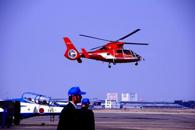 写真: 小牧基地オープンベース。。名古屋市消防ヘリ デモ飛行2・・ 20150315
