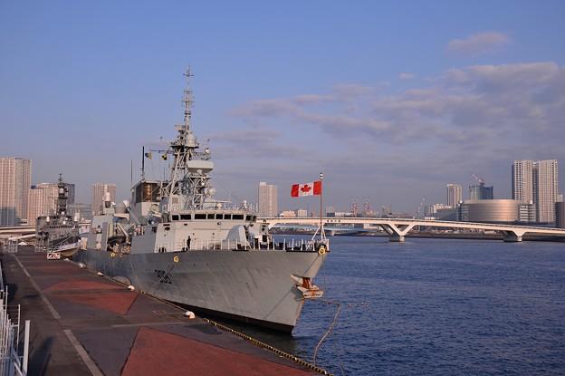 カナダ海軍フリゲート艦 ウィンペグが晴海埠頭に来た!。。20160131
