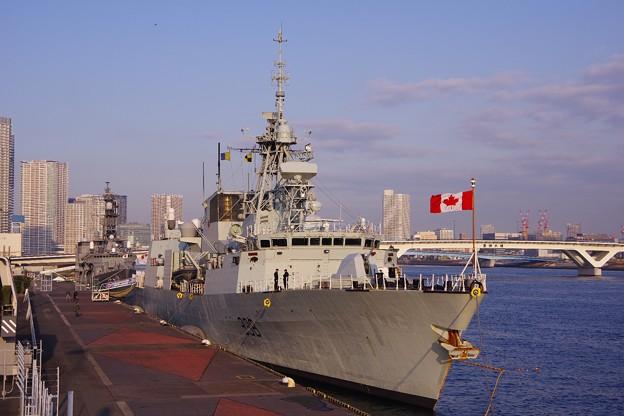 晴海埠頭に寄港したカナダ海軍フリゲート艦ウィニペグ。。20160131