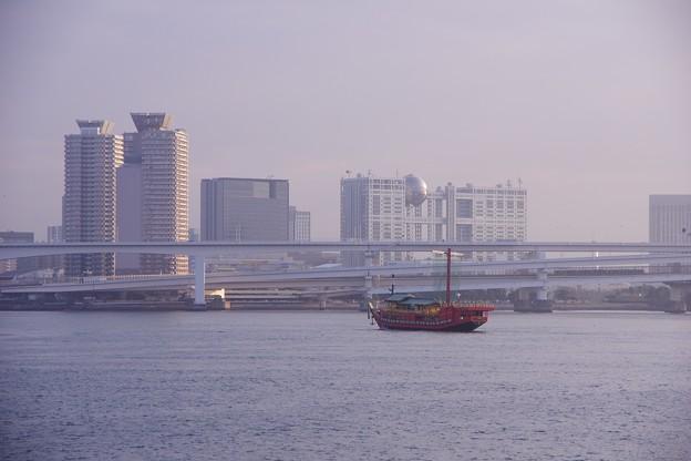 夕暮れの東京湾・・晴海埠頭から見るお台場・・20160131