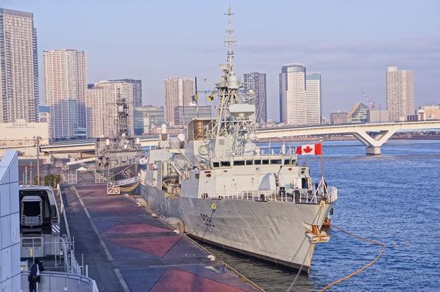 HDR。。晴海埠頭停泊中。。カナダ海軍フリゲート艦ウィニペグ。。20160131