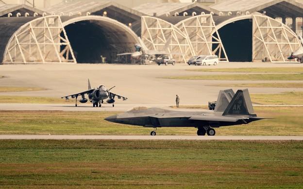 ハリアーの前をラプター着陸。。嘉手納基地 20160212