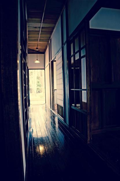 懐かしい廊下を想わせる。。江戸東京たてもの園 20160313