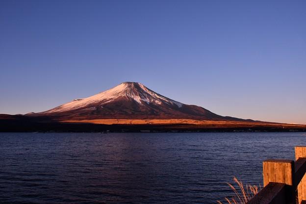 日の出の山中湖湖畔から綺麗な富士山。。澄んだ空気 20180102