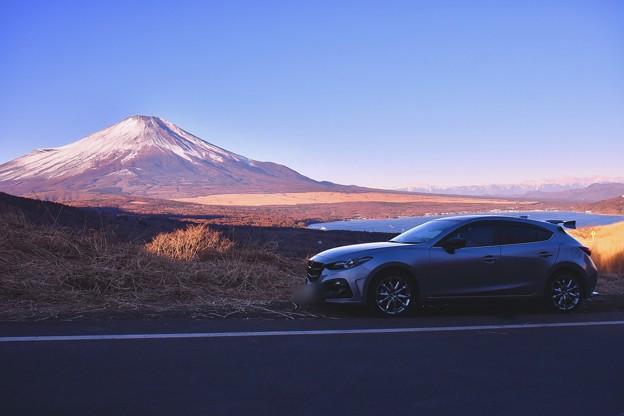 パノラマ展望台より愛車と富士山。。20180102