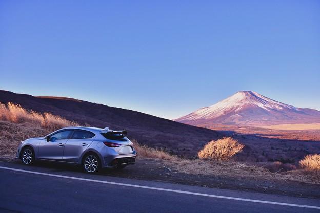 ちょっと車のカタログ風に。。パノラマ展望台から富士山と。。20180102