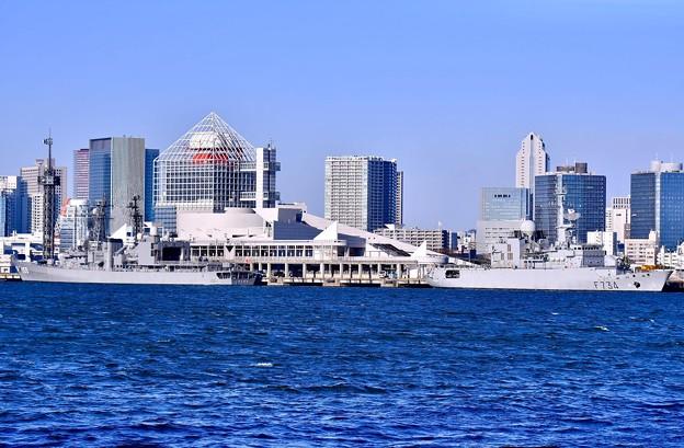 撮って出し。。ホストシップで海自護衛艦ゆうぎりとフランス海軍フリーゲート艦ヴァンデミエール 2月12日