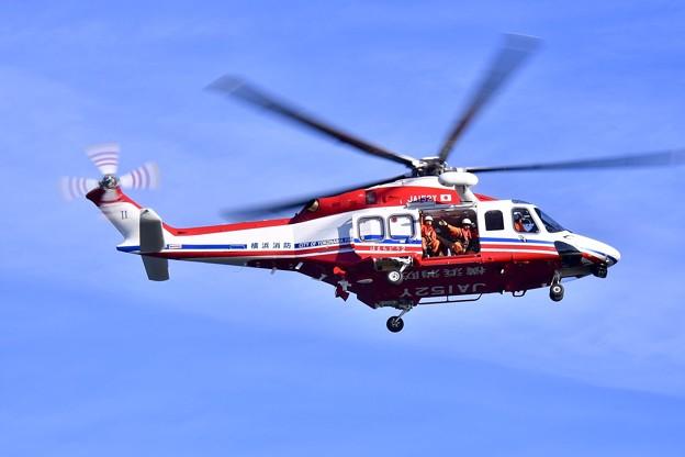 横浜消防出初式。。演習終えてパレラン 消防ヘリコプター 20180107