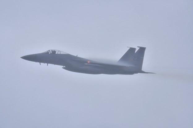 いきなりの激しい雨の中上がる嘉手納のZZF-15イーグル(2) 1月8日