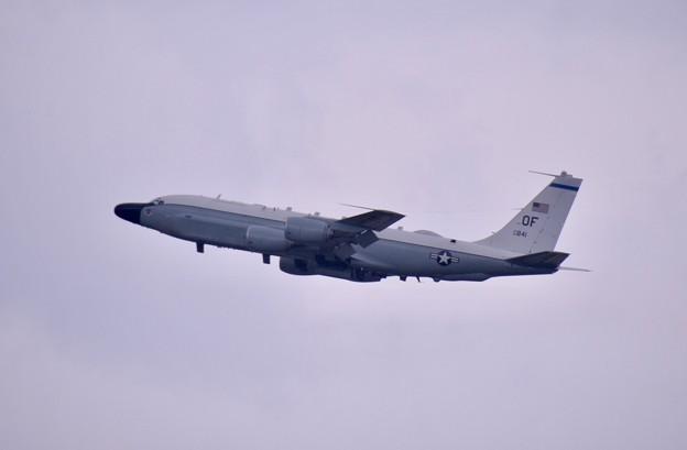 雨降りの中。。偵察機RC-135Uリベットジョイント上がり 嘉手納基地(2) 20180109