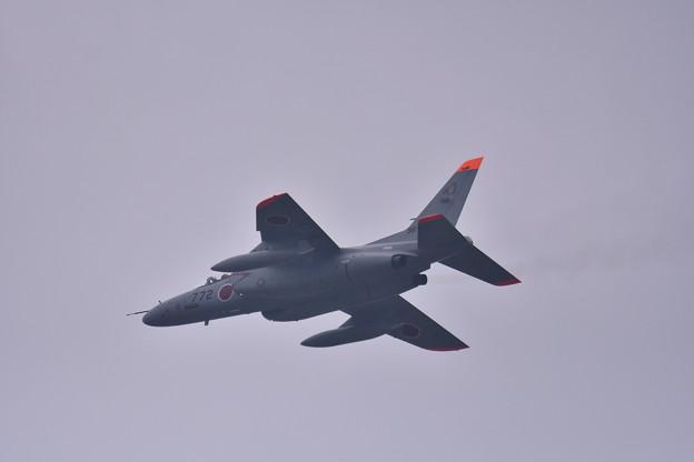 小雨混じりの嘉手納。。航空自衛隊T-4ローパス 20180109