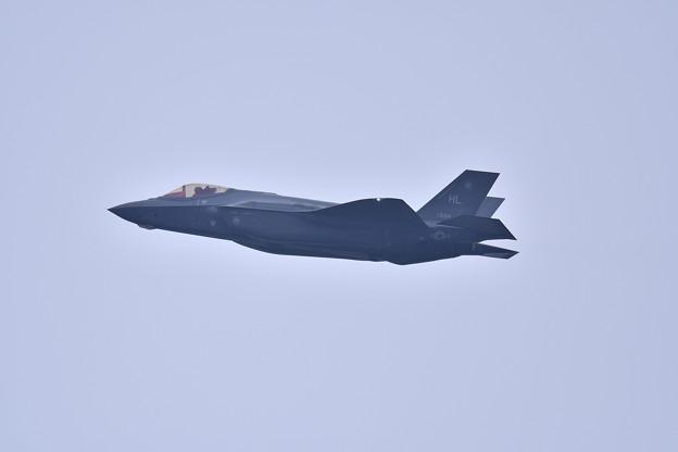 Photos: 小雨混じりの嘉手納基地。。HLのF-35A上がり(2) 20180109