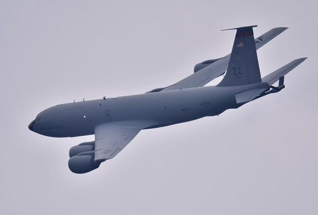 嘉手納基地の上がり。。テイク・オフのKC-135(2) 20180109
