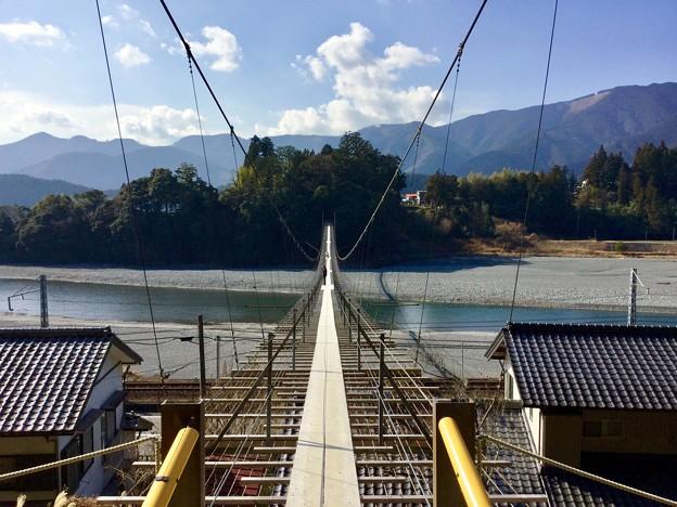 大井川にかかる吊り橋。。大井川鐵道塩郷駅 20180120