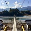 写真: 大井川にかかる吊り橋。。大井川鐵道塩郷駅 20180120