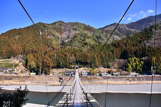 結構長い大井川にかかる吊り橋。。大井川鐵道塩郷駅 20180120