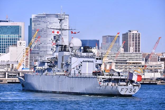 フランス海軍フリーゲート艦ヴァンデミエール船首回転 20180212