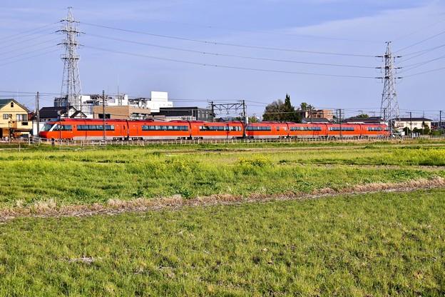 撮って出し。。開成町で西陽浴びてオレンジ色新型ロマンスカーGSE 菜の花 4月7日