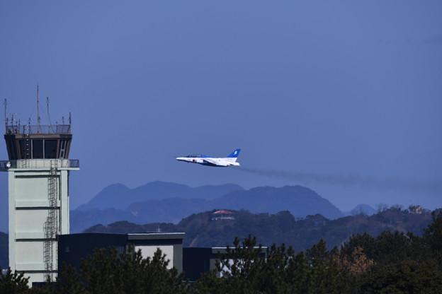 写真: 芦屋基地航空祭予行練習ブルーインパルス テイク・オフ 20180217