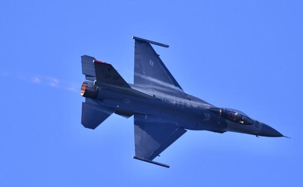 芦屋基地航空祭予行練習。。F-16デモチーム アクロバット飛行(4) ディリケーションパス