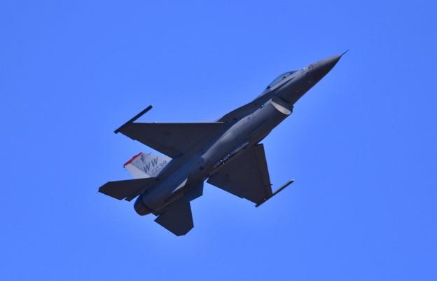 芦屋基地航空祭予行練習。。F-16デモチーム アクロバット飛行(4) 低速飛行