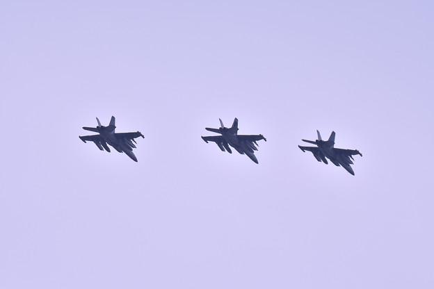 撮って出し。。朝岩国へ行っていたベイダー3機帰投 厚木基地 4月14日