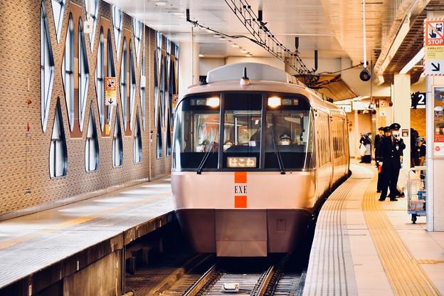 小田急新宿駅ロマンスカーホーム 主力のEXE 20180303