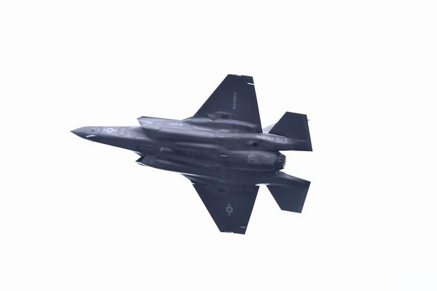 岩国基地。。ステルス戦闘機の腹。。グリーンナイツF35B 20180322