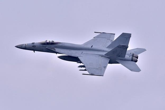 日米共同訓練百里基地。。米海軍チッピー NF401 ひねり上がり(2) 20180411