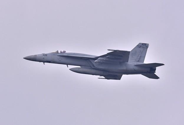 日米共同訓練百里基地。。米海軍チッピー NF406 ひねり上がり 20180411