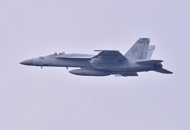 日米共同訓練百里基地。。米海軍チッピー NF406 ひねり上がり(2) 20180411
