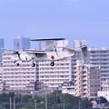 写真: 撮って出し。。那覇の町横切る空自早期警戒機E-2C アプローチ 6月17日