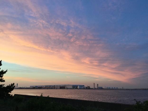 写真: 撮って出し。。羽田周辺夕焼けの浮島。。6月24日
