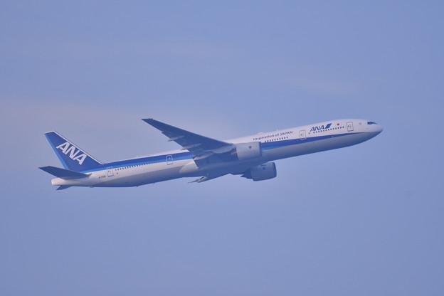 撮って出し。。夕暮れの浮島からANA B777-300羽田空港ランウェイ16L 上がり 6月24日
