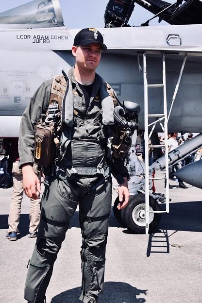 厚木基地開放。。ロイヤルメインのマッドデイモン似のパイロットさん 20180421