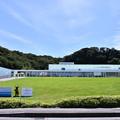 写真: 撮って出し。。空母出港で横須賀美術館風景 8月14日