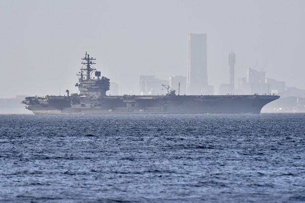 撮って出し。。横浜の町に原子力空母ロナルドレーガン出港 8月14日