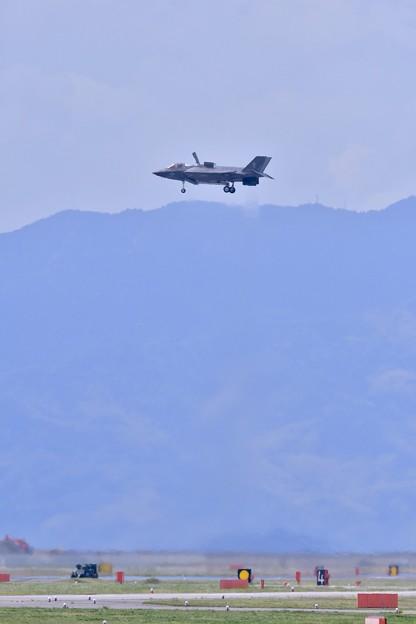 岩国基地。。機動飛行の最後はF35Bの垂直離発着VTOL (1) 20180503