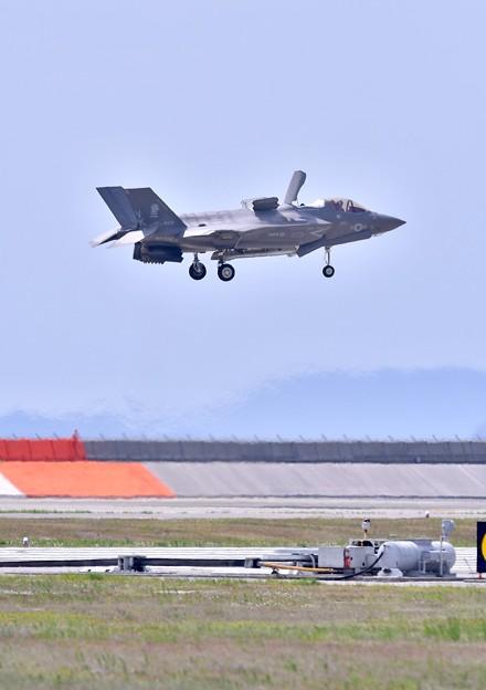 岩国基地。。機動飛行の最後はF35Bの垂直離発着VTOL (3) 20180503