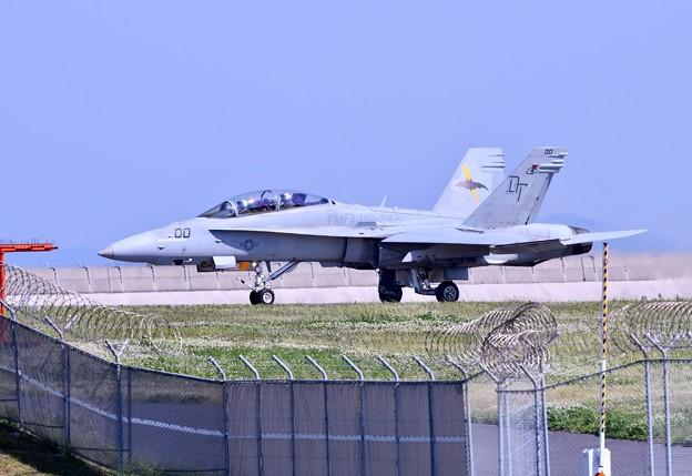 岩国基地。。予行練習総合デモ飛行バッツホーネット近くまで来た 20180503