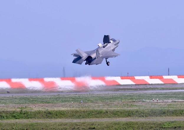 岩国基地。。総合デモ飛行 垂直離発着VTOL 体形で離陸 20180503