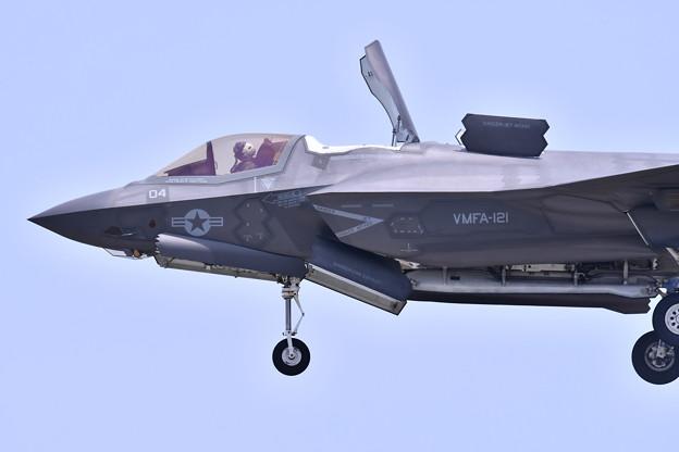 ステルス戦闘機F35Bデモ飛行 垂直着陸(2) 20180505