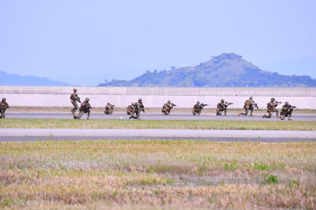 米海兵隊 地上上陸作戦開始デモ。。
