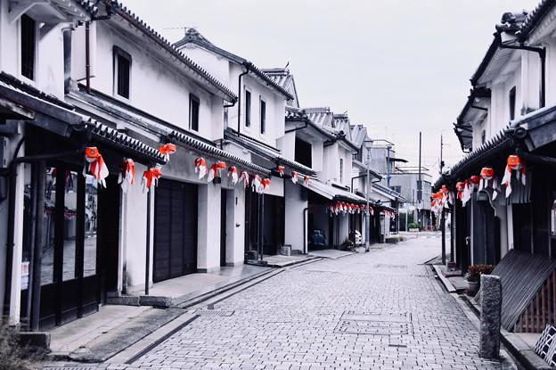 まだ誰も居ない朝の白い壁の町並み 柳井市(1) 20180506