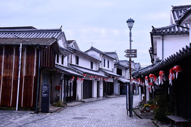 まだ誰も居ない朝の白い壁の町並み 柳井市(3) 20180506
