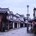 写真: まだ誰も居ない朝の白い壁の町並み 柳井市(3) 20180506
