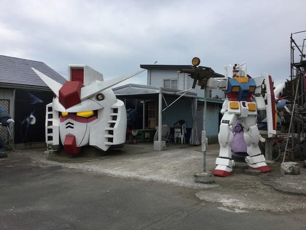 撮って出し。。青森県おいらせ町 地元有名場所 目立つガンダム 20180908
